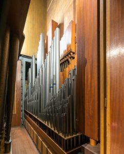 Blick ins Orgelgehäuse der Orgel der Rosenkranz-Basilika