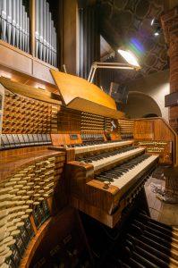 Spieltisch der Orgel der Rosenkranz-Basilika